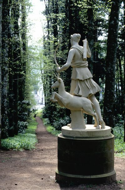 BA Diana statue at Dianas Grove © Forestry Commission