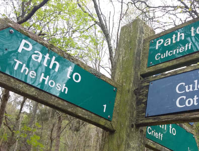 Waymarker for Hosh Path and Westerleigh to Culcrieff Wood (ESTN/16 & 107), CRIE/16)